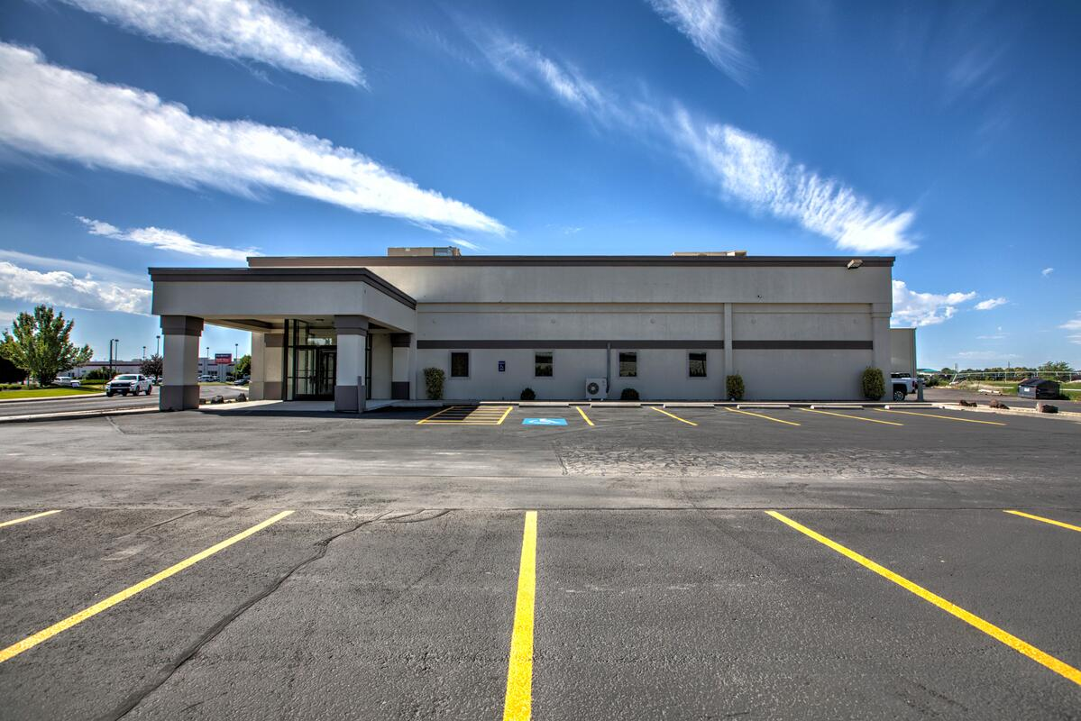 Photo of 1539 Fillmore St. and ample parking
